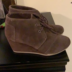 TOMS wedges size 6.5